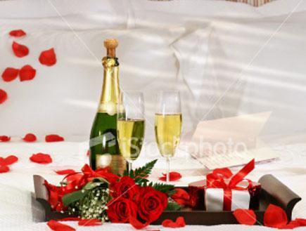 שמפניה במיטה (צילום: mako ,mako)